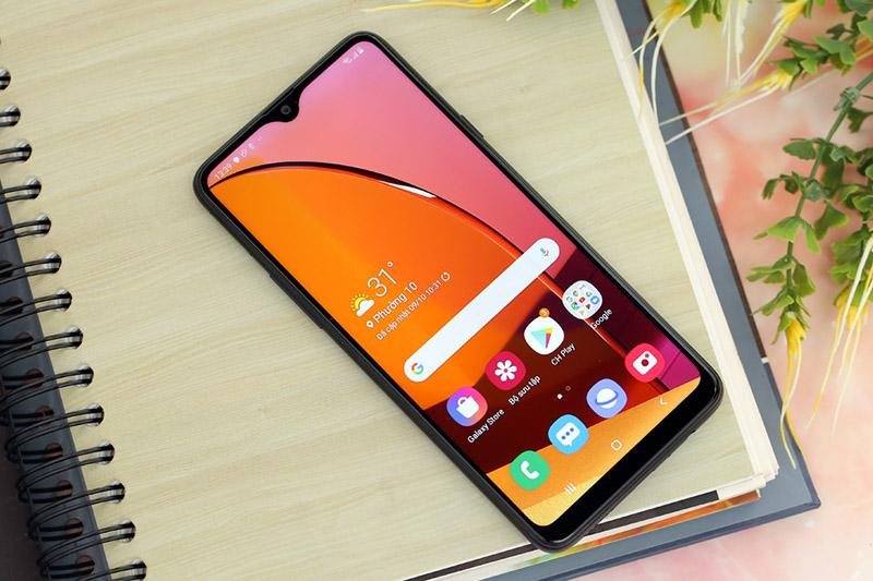 Điện thoại Samsung Galaxy A20s 64GB | Màn hình giải trí sắc nét
