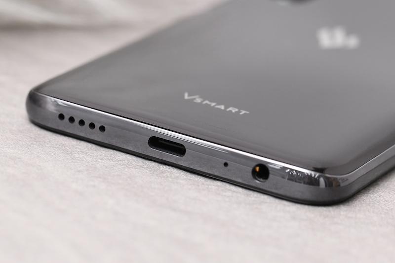 Điện thoại smartphone Vsmart Live | Cổng sạc tích hợp trên máy