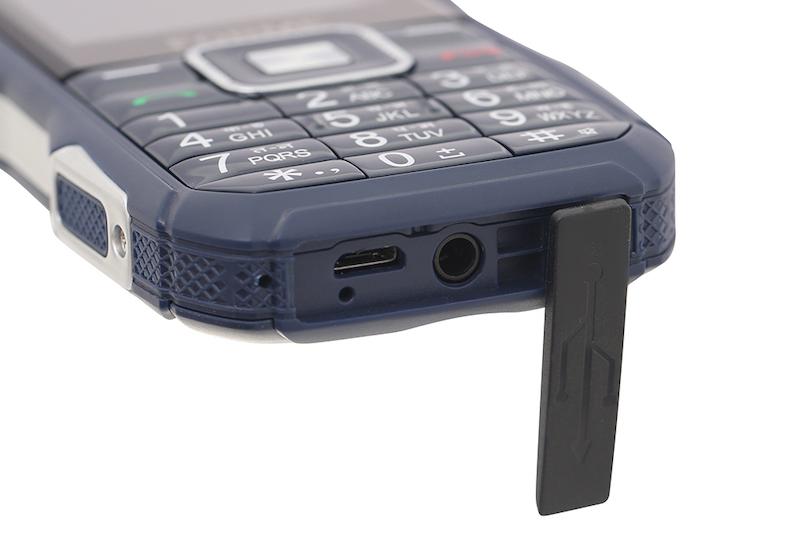 Điện thoại pin trâu Forme F3 | Trang bị cổng sạc Micro USB