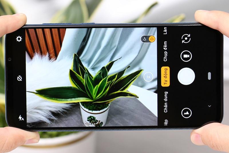 Điện thoại Vsmart Live (6GB/64GB) | Camera sau