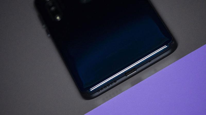 Điện thoại Motorola One Macro | Thiết kế
