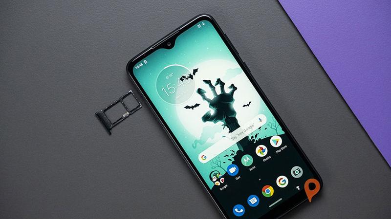 Điện thoại Motorola One Macro | Camera trước