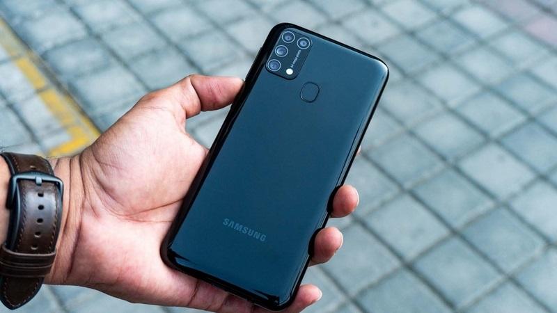 Samsung tích hợp cảm biến vân tay ở mặt lưng máy