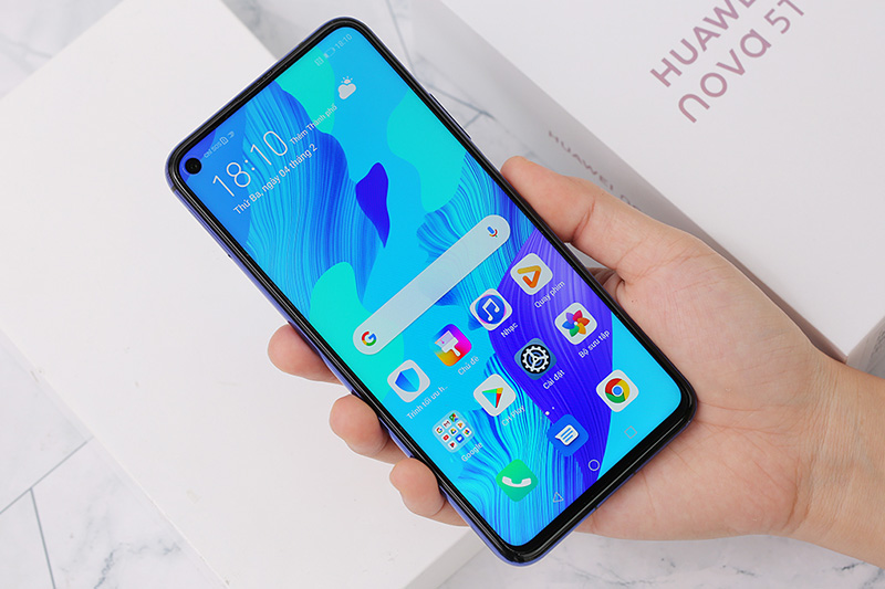 Điện thoại Huawei Nova 5T | Thiết kế màn hình khoét lổ độc đáo