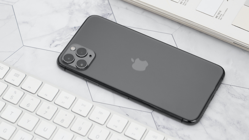 Điện thoại iPhone 11 Pro Max 256GB | Thiết kế mặt lưng kính mở chống bám mồ hôi, dấu vân tay