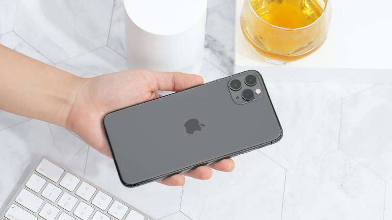 Điện thoại iPhone 11 Pro Max 256GB | Thiết kế mặt lưng kính cao cấp