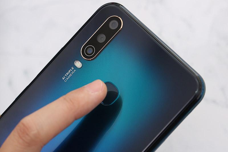 Điện thoại Vivo U10 | Cảm biến vân tay ở mặt sau