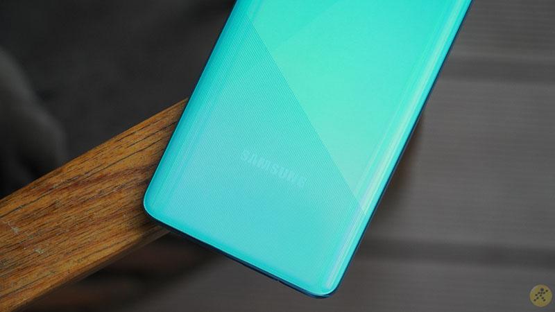 Điện thoại Samsung Galaxy A51 - Mặt lưng