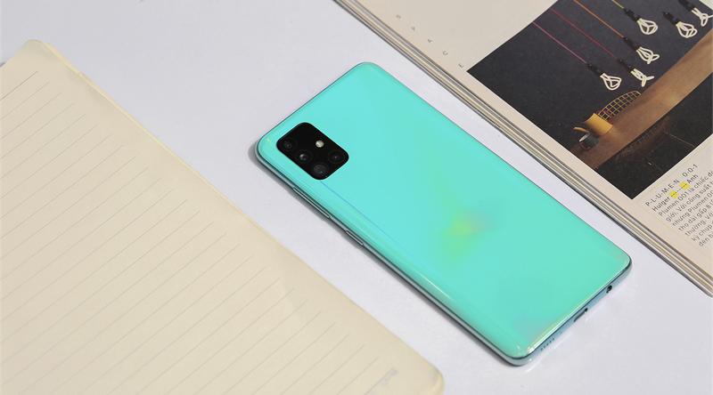 Galaxy A51 là một trong những chiếc điện thoại mỏng nhẹ bậc nhất