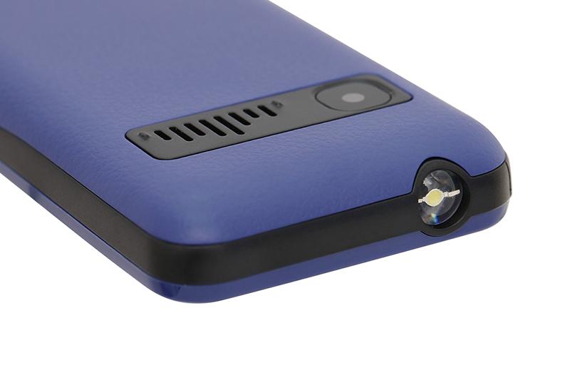 Điện thoại Masstel IZI 206 | Thiết kế camera sau