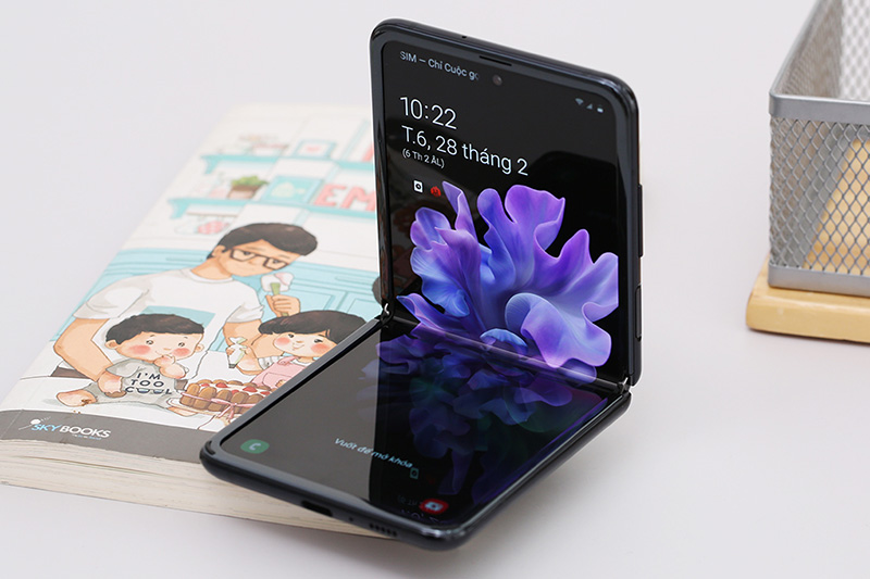 Điện thoại Samsung Galaxy Z Flip | Khả năng gập với nhiều góc độ khác nhau