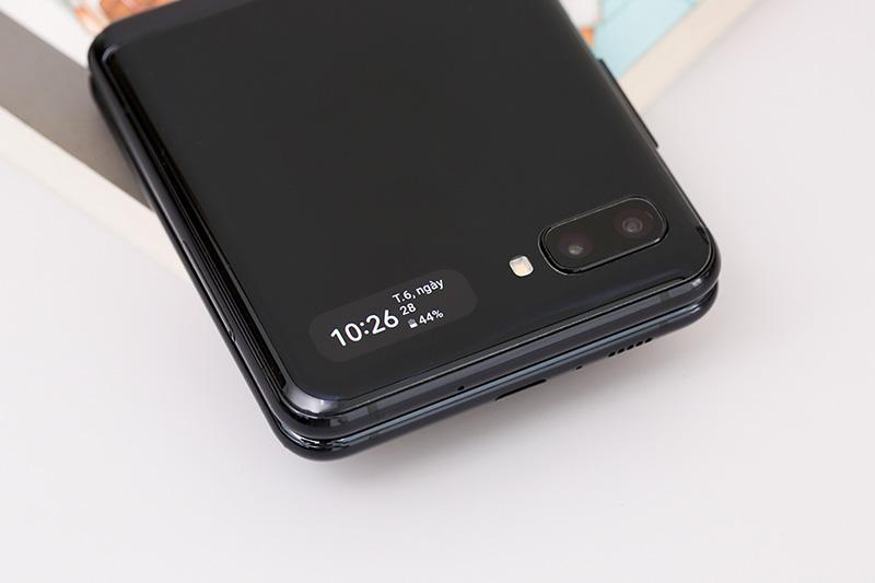Điện thoại Samsung Galaxy Z Flip | Camera kép ấn tượng