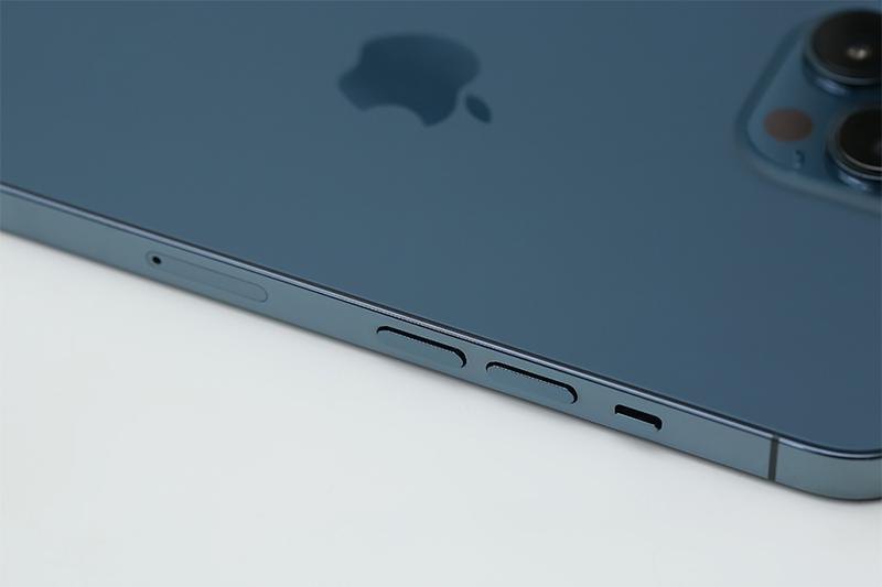 Mặt lưng bằng kính, khung viền thép được thiết kế cho máy | iPhone 12 Pro Max