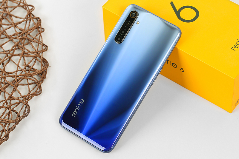 Điện thoại Realme 6 | Mặt sau