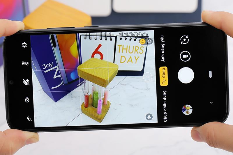 Giao diện camera sau trên điện thoại Vsmart Joy 3