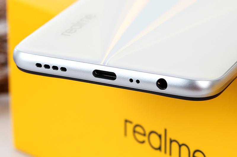 Cổng sạc trên điện thoại Realme 6 8GB