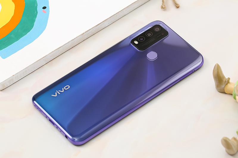 Vivo Y50   Thiết kế mặt lưng bóng bẩy