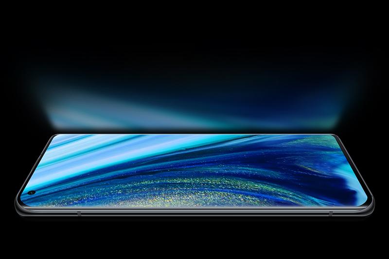 Xiaomi Mi 10S | Màn hình tràn viền với camera đục lỗ sát góc trái, sử dụng tấm nền AMOLED
