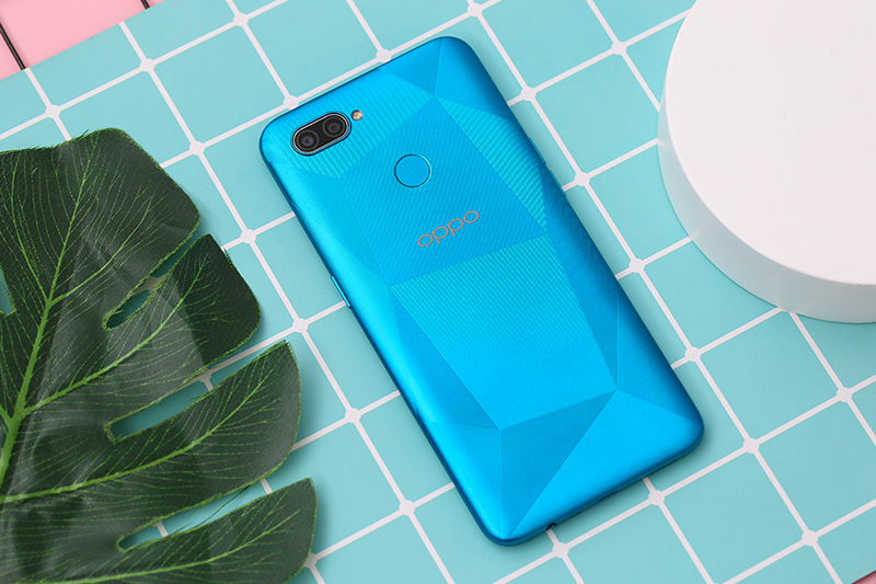 Điện thoại OPPO A12 | Thiết kế bóng bẩy với họa tiết cắt kim cương