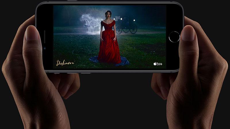 Điện thoại Apple iPhone SE 2020 | Chất lượng hiển thị rõ nét trung thực dù độ phân giải chỉ HD