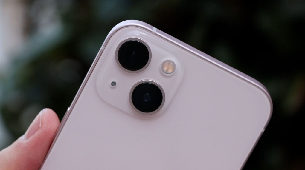 Cụm camera sau với diện mạo mới - iPhone 13 128GB