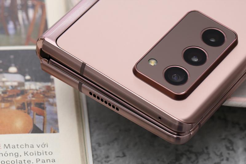 Bộ 5 camera, gồm cụm 3 camera chính, 2 camera phụ | Samsung Galaxy Z Fold 2