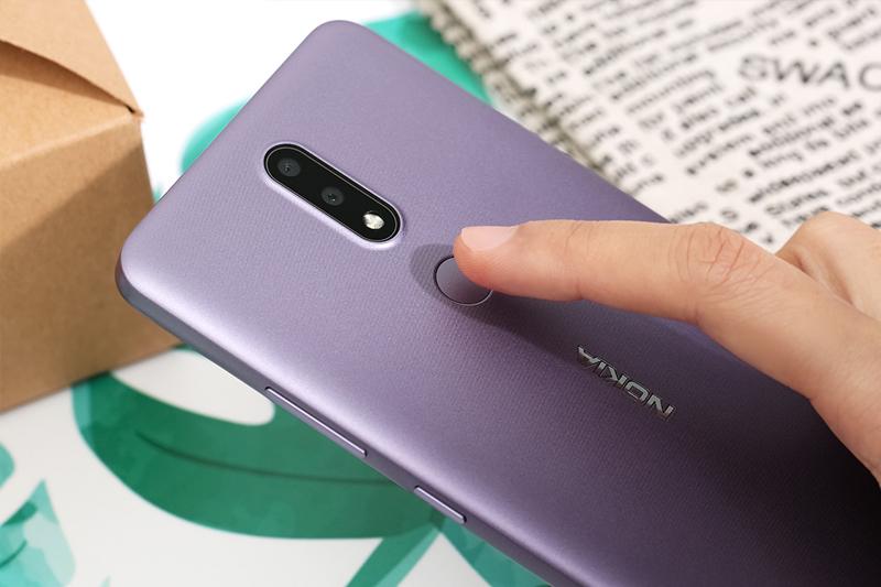 Cảm biến vân tay ở mặt lưng | Nokia 2.4