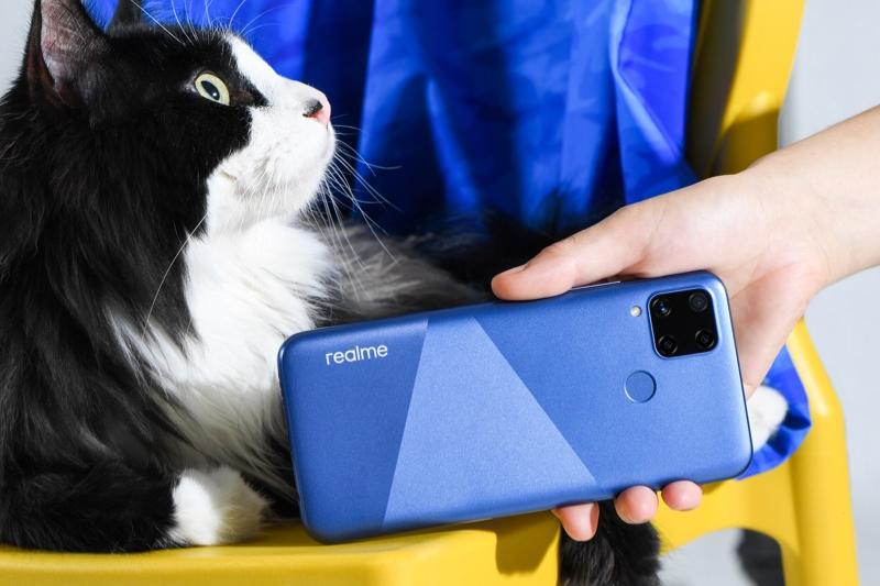Realme C15 | Cụm 4 camera hình vuông nổi bật