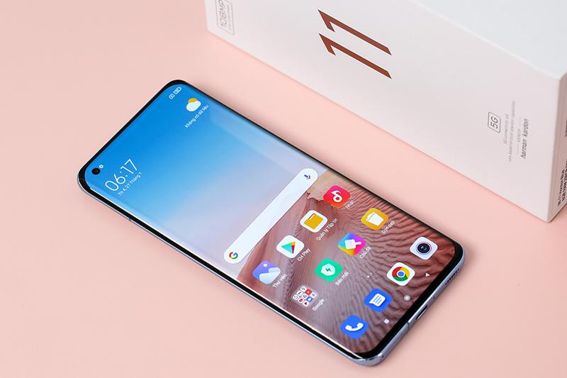 Xiaomi Mi 11 | Trang bị màn hình siêu tràn viền với camera đục lỗ