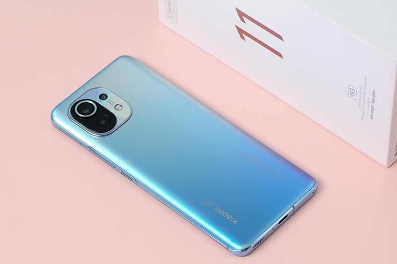Xiaomi Mi 11 | Thiết kế với cụm camera độc đáo