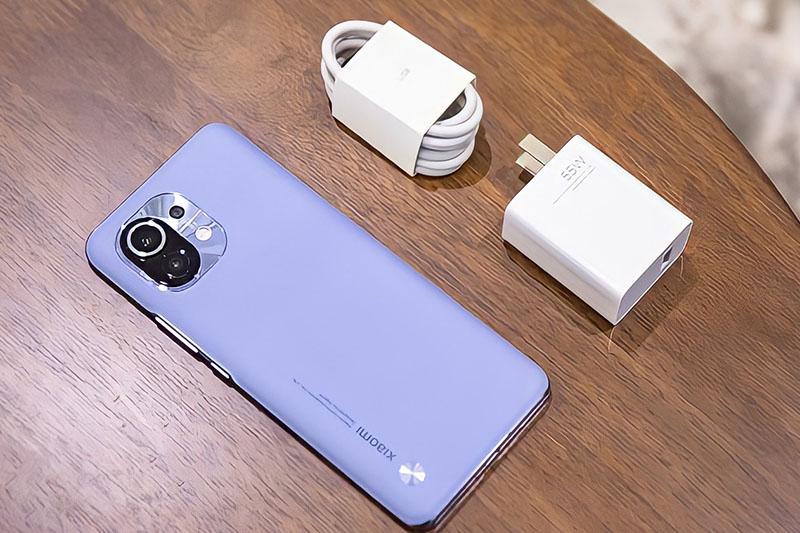 Xiaomi Mi 11 | Trang bị công nghệ sạc pin nhanh Mi TurboCharge với công suất 55 W