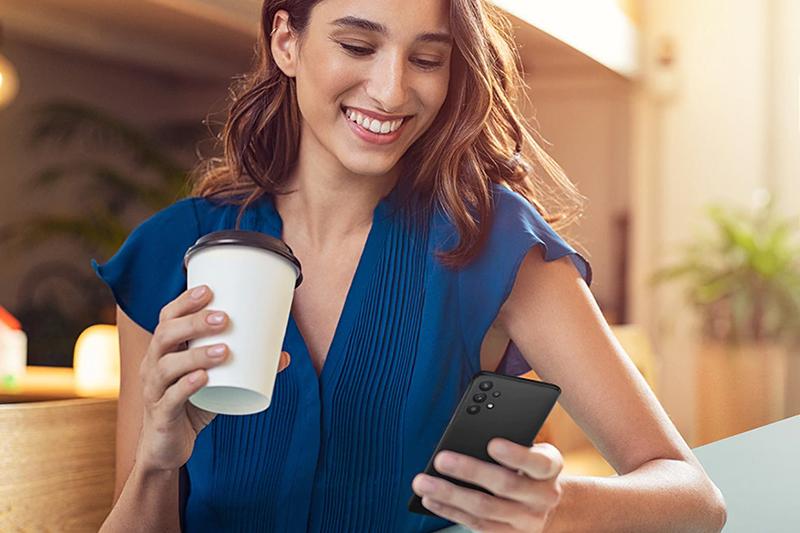 Samsung Galaxy A32 5G | Thiết kế gọn nhẹ, dễ dàng thao tác bằng một tay