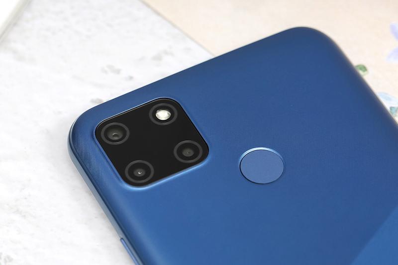 Điện thoại Realme C12 | Camera sau và cảm biến vân tay ở mặt lưng