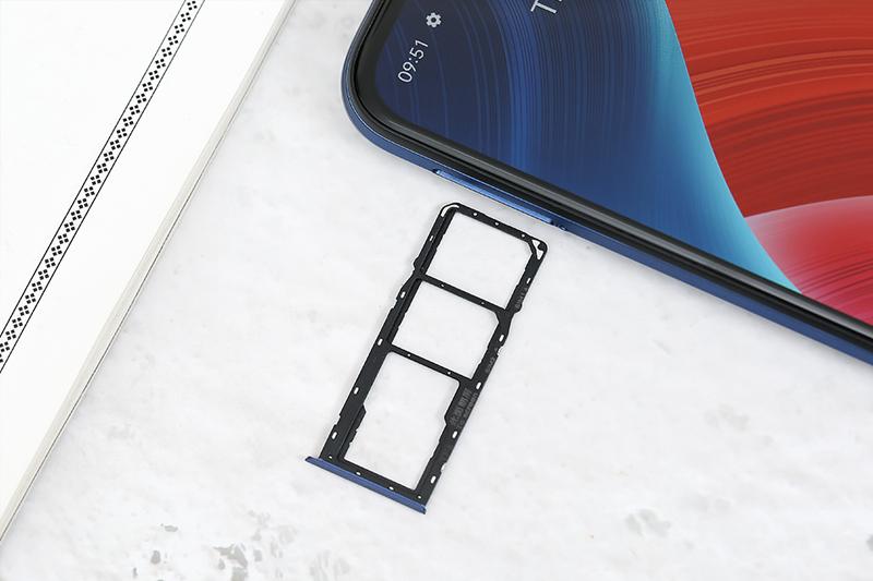 Điện thoại Realme C12 | Khe sim kép và khe thẻ nhớ