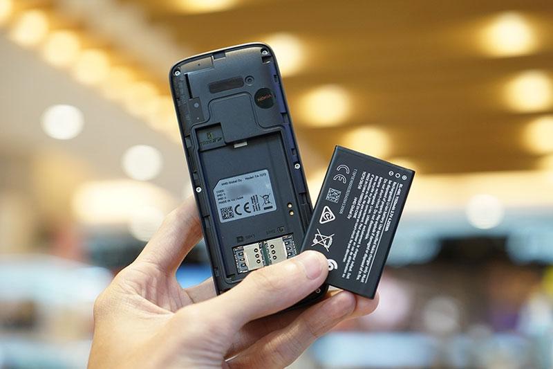 Nokia 215 4G | Tháo lắp dễ dàng