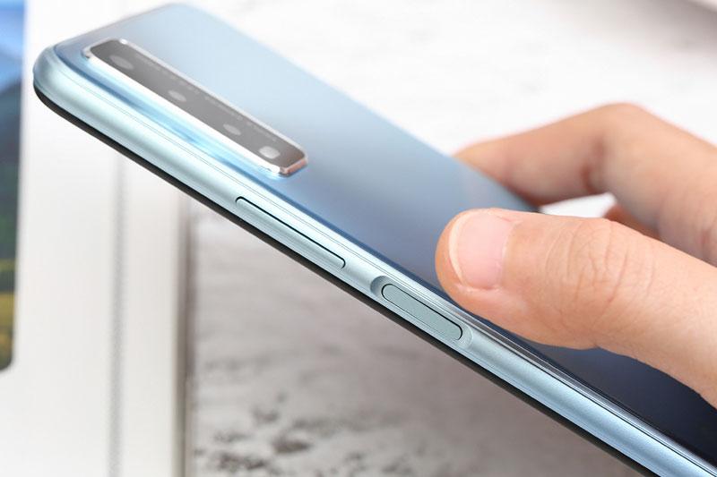 Cảm biến vân tay được đặt ở cạnh viền máy - Vivo Y20s