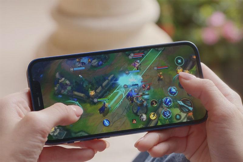 Hiệu năng mạnh chiến game mượt mà | iPhone 12