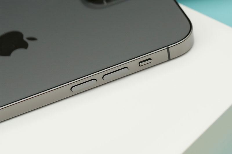 Thiết kế vuông vức, mạnh mẽ | iPhone 12 Pro