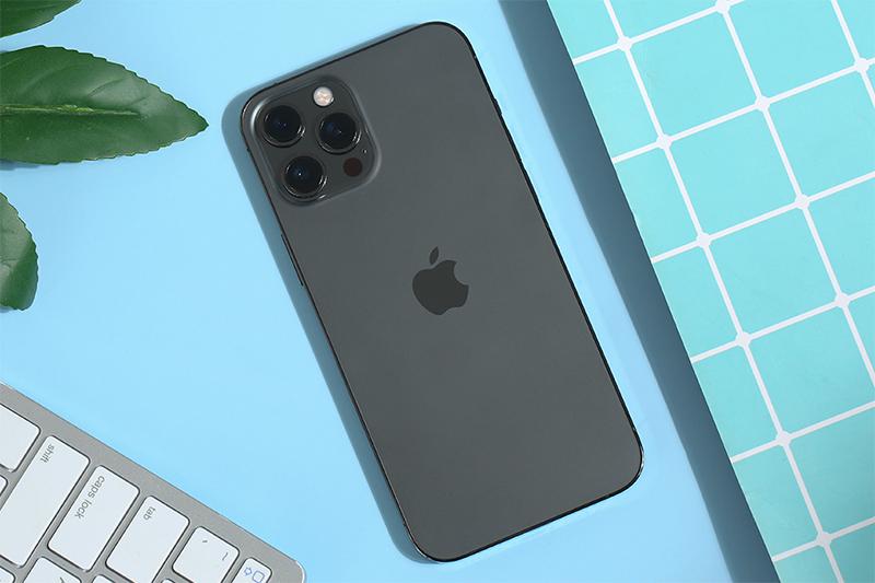 Các đường nét góc cạnh vát thẳng, vuông vức   iPhone 12 Pro Max