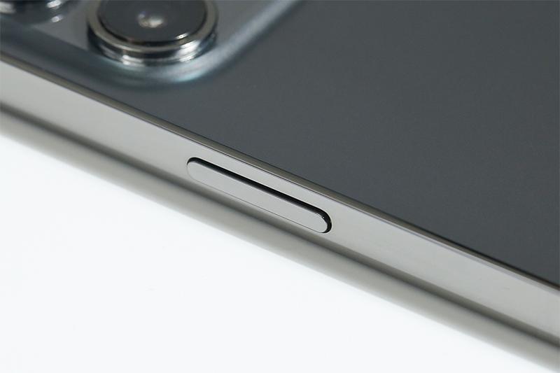 Khung viền máy sử dụng thép không gỉ cao cấp | iPhone 12 Pro Max