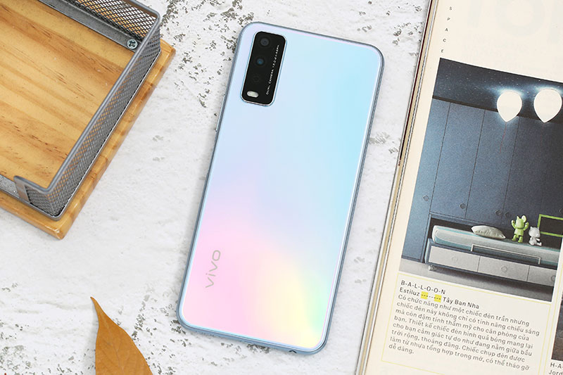 Điện thoại Vivo Y12s | Thiết kế hiện đại với mặt lưng chuyển đổi màu độc đáo