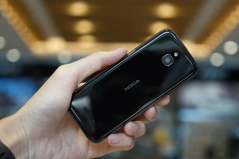 Điểm nhấn phong cách từ mặt lưng | Nokia 8000 4G