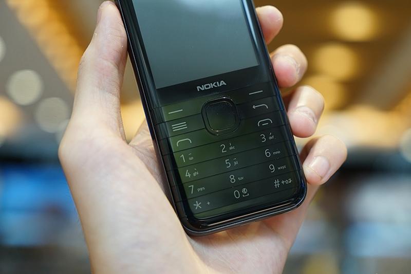 Bàn phím cong 3D | Nokia 8000 4G
