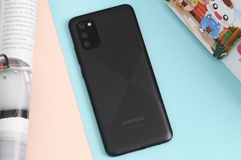 Samsung Galaxy A02s (4GB/64GB) | Ngoại hình sang trọng, thiết kế mặt lưng chống bám vân tay thời thượng
