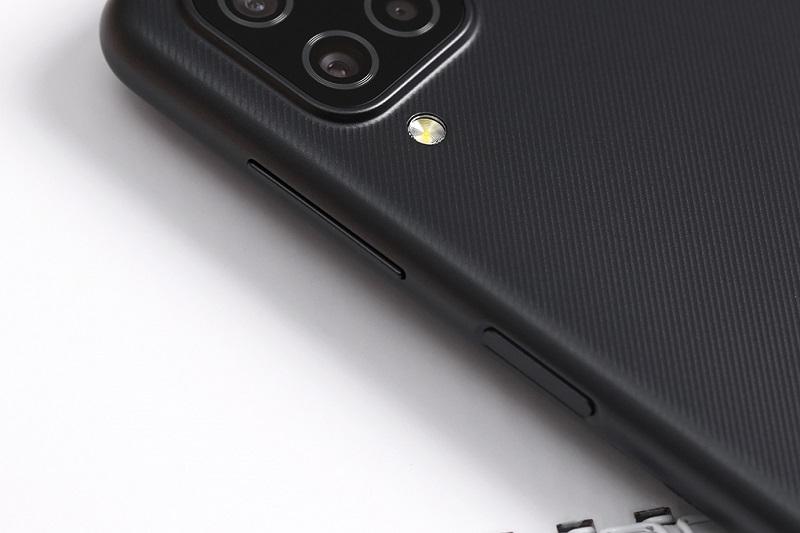 Điện thoại Samsung Galaxy A12 (6 GB/128 GB) | Vi xử lý Helio G35 cho hiệu năng ổn định