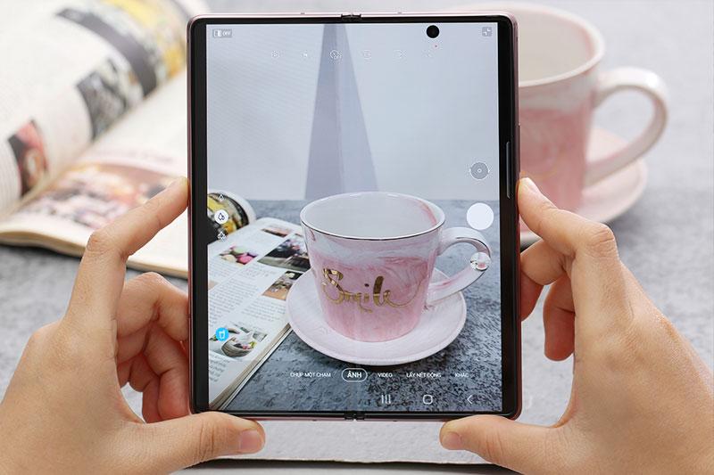 Điện thoại Samsung Galaxy Z Fold2 5G - Camera tạo nên tuyệt tác