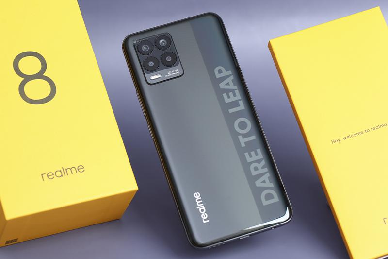 Realme 8 | Thiết kế mặt lưng