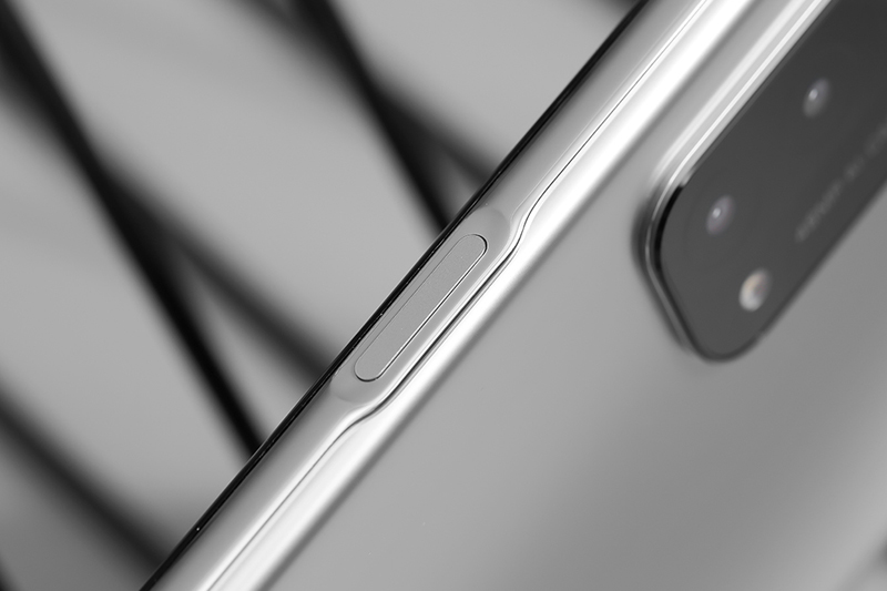 OPPO A74 5G   Cung cấp khả năng bảo mật vân tay được tích hợp cạnh viền