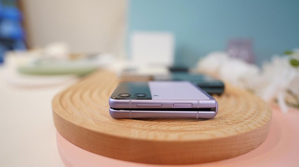 Samsung Galaxy Z Flip3 5G 256GB | Thân máy siêu mỏng nhẹ