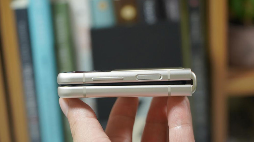 Samsung Galaxy Z Flip3 5G 256GB | Cảm biến vân tay ở cạnh viền